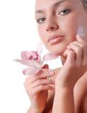 Fronte della donna e dell'orchidea Immagini Stock