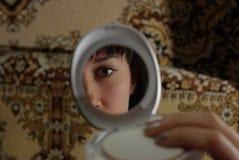 Fronte della donna nello specchio Fotografia Stock Libera da Diritti