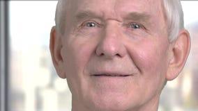 Fronte della fine dell'uomo senior su video d archivio