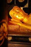Fronte della statua adagiantesi di Buddha, Tailandia Fotografie Stock Libere da Diritti