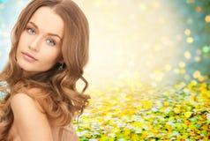 Fronte di bella giovane donna felice con capelli lunghi Fotografia Stock Libera da Diritti