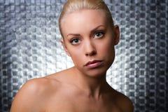 Fronte di bellezza di giovane donna con pelle pulita Immagine Stock