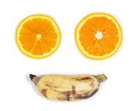 Fronte di felicità dell'arancio affettato e di una banana Fotografia Stock