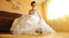 Fronte di giovane bella sposa video d archivio