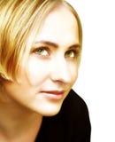 Fronte di giovane donna bionda con gli occhi verdi Fotografia Stock Libera da Diritti