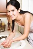 Fronte di lavaggio della donna Fotografia Stock
