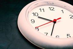 Fronte di orologio sulla lavagna Fotografie Stock Libere da Diritti