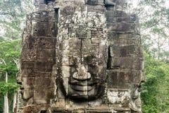 Fronte di pietra gigante in Tample vicino a Angkor Wa fotografia stock libera da diritti