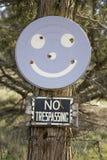 Fronte di smiley su un albero fotografia stock