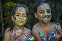 Fronte dipinto ragazze allegre dei bambini Fotografia Stock