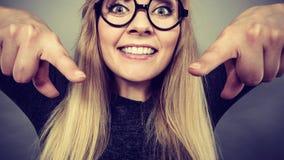Fronte felice della donna del primo piano con gli occhiali Fotografia Stock Libera da Diritti