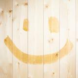 Fronte felice semplice disegnato sopra i bordi di legno Immagini Stock Libere da Diritti