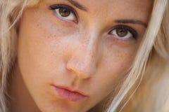 Fronte femminile con le lentiggini Fotografie Stock