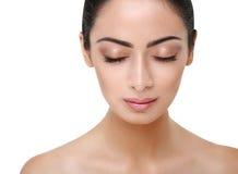 Fronte perfetto della bella ragazza indiana con gli occhi chiusi Fotografia Stock