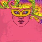 Fronte punteggiato della ragazza nella maschera arancio Colombina di carnevale e pizzo variopinto decorativo sui precedenti rosa illustrazione di stock