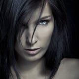 Fronte scuro della ragazza di espressione di emozione Immagini Stock