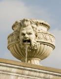 Fronte su una fontana di acqua fotografia stock