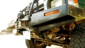 Fronteggi sotto il camion 4W fuori strada e meccanismi di rimorchio Fotografia Stock Libera da Diritti