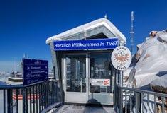 Fronteira no pico de Zugspitze, Alemanha Imagem de Stock