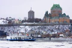 大别墅Frontenac和圣劳伦斯河在冬天 免版税库存图片