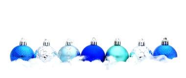 Frontera azul de la chuchería de la Navidad Fotos de archivo libres de regalías