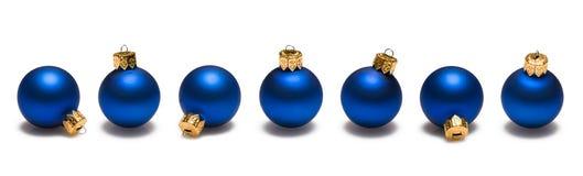 Frontera azul de las bolas de la Navidad Fotos de archivo