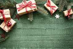 Frontera bonita del día de fiesta de la Navidad con los regalos Imagen de archivo libre de regalías