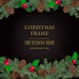Frontera de la Feliz Navidad, decoración del Año Nuevo con las ramas del pino y conos Imagen de archivo