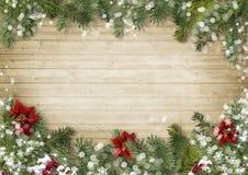 Frontera de la Navidad con el fondo de madera del onold de la poinsetia Fotografía de archivo libre de regalías