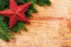 Frontera de la Navidad con la decoración o de la rama y de la Navidad de árbol de abeto Imágenes de archivo libres de regalías