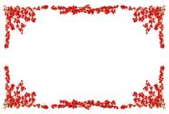 Frontera de la Navidad con las bayas rojas Imágenes de archivo libres de regalías