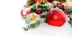 Frontera de la Navidad con las decoraciones tradicionales Imagen de archivo libre de regalías