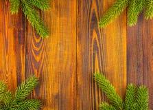Frontera de la Navidad con las ramas de árbol de abeto Imagen de archivo