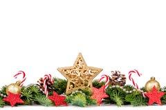 Frontera de la Navidad - ramas de árbol con las bolas, el caramelo y la decoración de oro Imagen de archivo libre de regalías