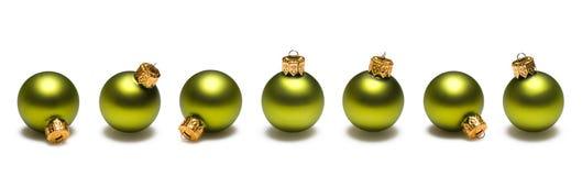 Frontera de las bolas de la Navidad del verde de cal Fotos de archivo