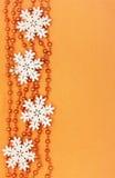 Frontera de las decoraciones de la Navidad Foto de archivo libre de regalías