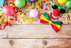 Frontera de los accesorios coloridos del partido imagen de archivo libre de regalías