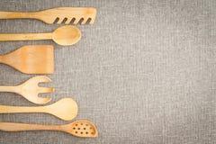 Frontera de madera de los utensilios de cocinar Imagen de archivo libre de regalías
