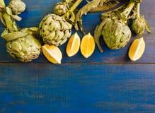Frontera decorativa de alcachofas y del limón con el lugar para el texto imagen de archivo libre de regalías