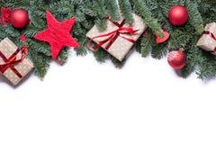 Frontera del fondo de la Navidad en el top con las ramas del abeto y más allá del horizonte Fotos de archivo libres de regalías