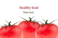 Frontera del tomate en un fondo blanco Grupo de tomates frescos Macro Textura Aislado Modelo del tomate Imagen de archivo libre de regalías