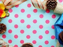 Frontera hecha de fondo colorido de la frontera de la cinta del arco del regalo Imagen de archivo
