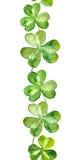 Frontera modelada con los tréboles verdes para el día de St Patrick Foto de archivo