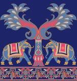 Frontera tradicional del pavo real inconsútil del elefante ilustración del vector