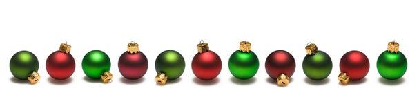 Frontera verde roja de las bolas de la Navidad Fotos de archivo