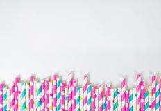 Frontière colorée de paille à boire Photos stock