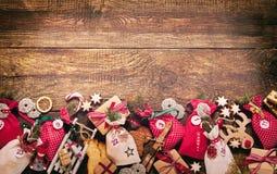 Frontière de fête d'avènement avec le calendrier rustique Photographie stock