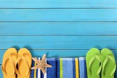 Frontière de plage avec le decking bleu Photographie stock