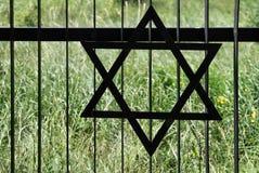 Frontière de sécurité dans le vieux cimetière juif dans Ozarow. La Pologne Photo stock