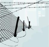 Frontière de sécurité de maillon de chaîne et WI barbelés Images stock